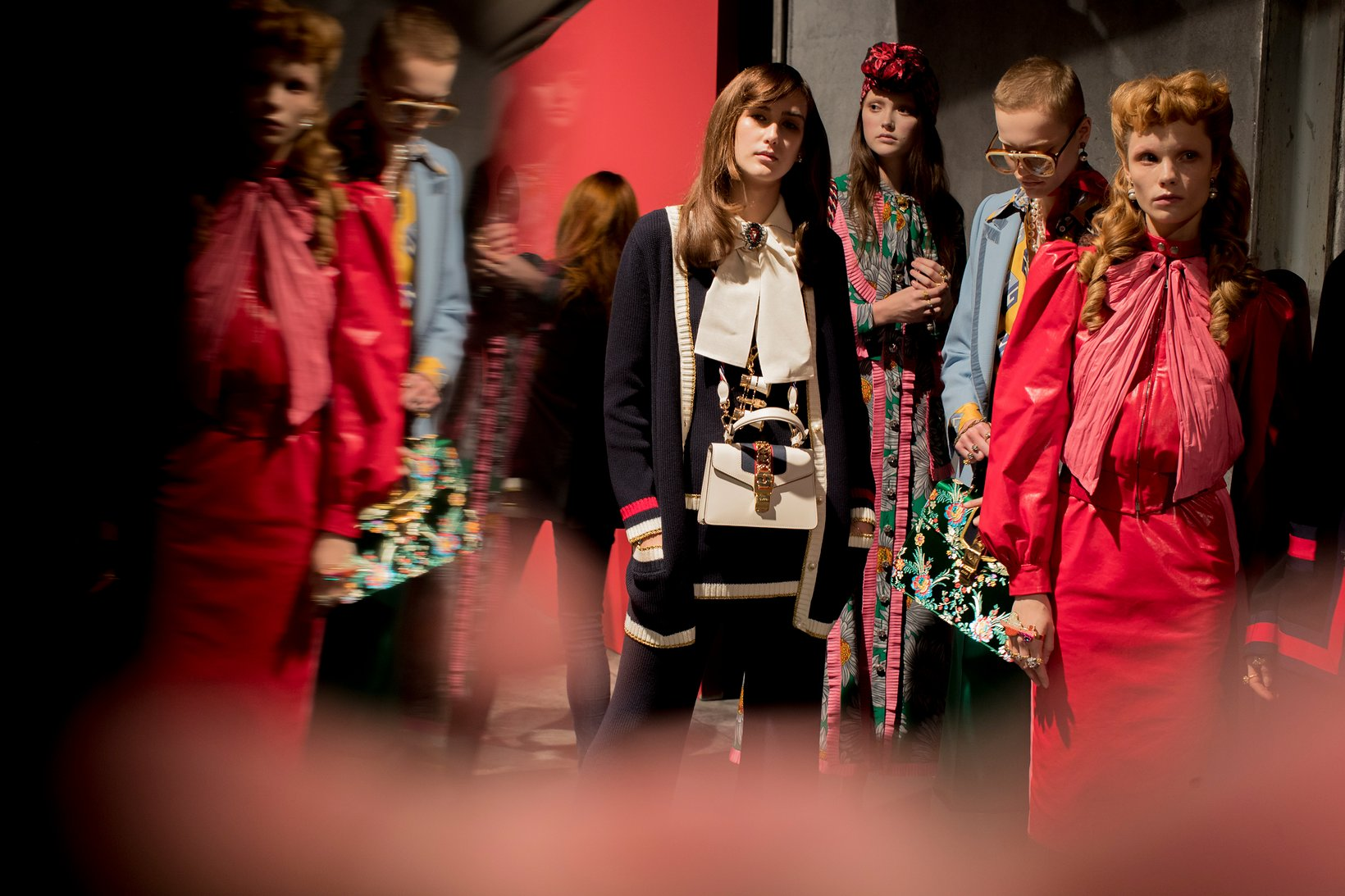 gucci backstage, gucci-milan fashion week-2016_-gucci-backstage-kevin-tachman